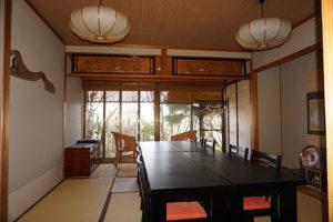 8名利用可能な個室は、アジアンテイスト濃厚な印象です。 (内装)