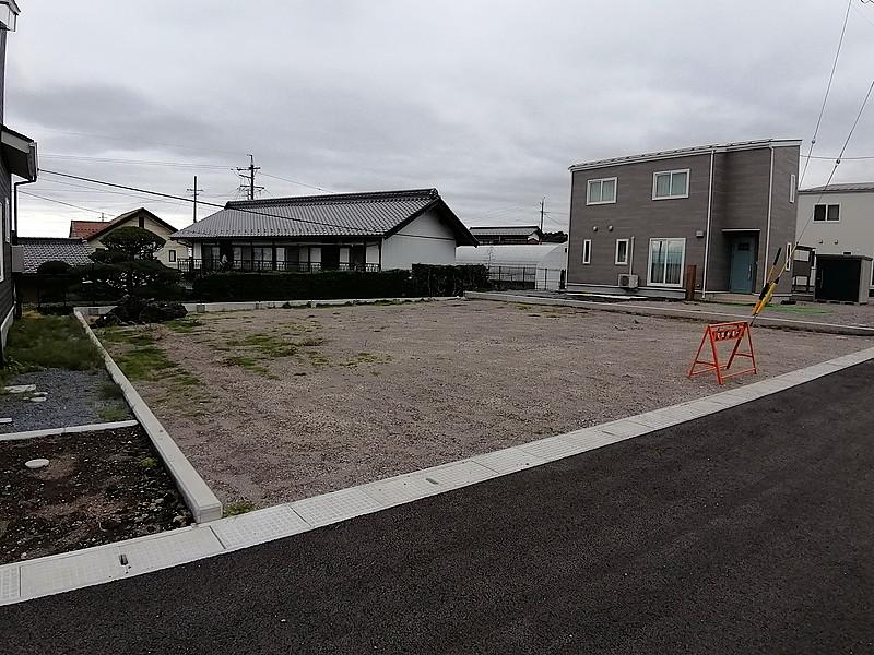 緑豊かな公園や小学校まで徒歩圏エリアの分譲地です。E区画