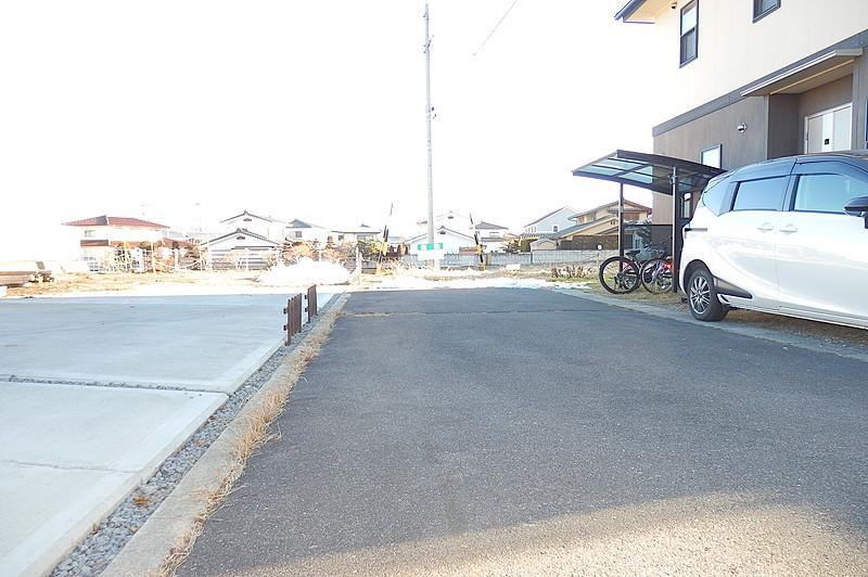 佐久市野沢の中学校近くの平坦地