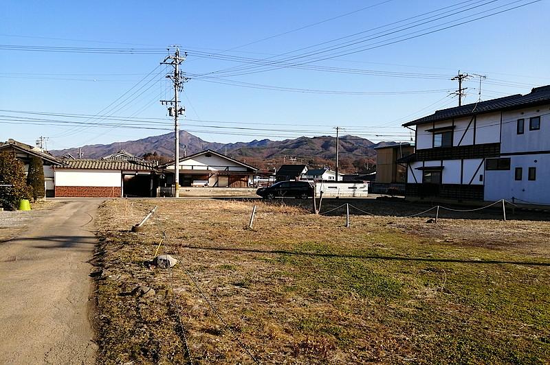 佐久穂町大字高野町の利便性の良い2区画です。