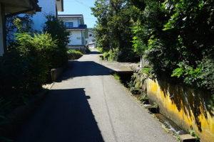 古民家間口、前面道路状況を撮影 (周辺)